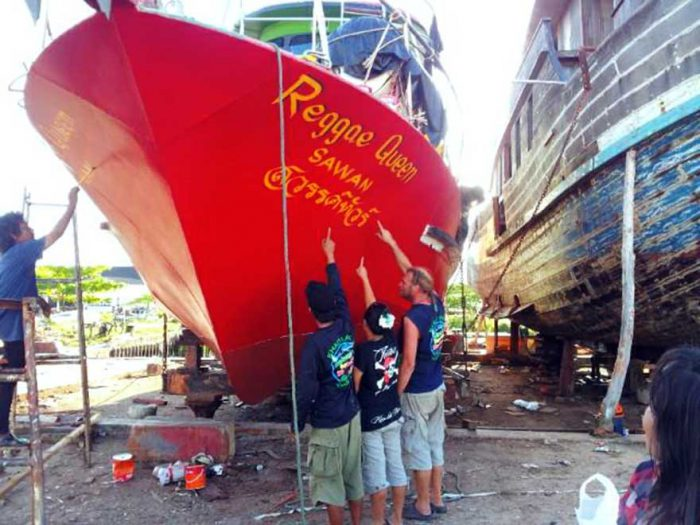 Fixing the Similan snorkel liveaboard Khao Lak Thailand