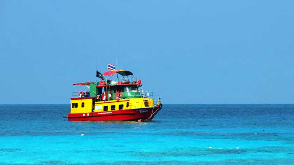 Snorkel liveaboard boat at Koh Tachai